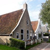 Één van de verschillen tussen de Waddeneilanden is dat Vlieland en Schiermonnikoog veel kleinschaliger zijn.